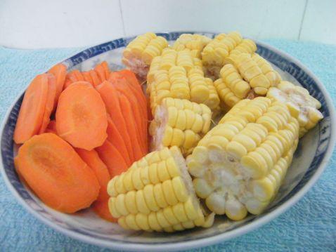 玉米红萝卜煲猪骨kd.jpg