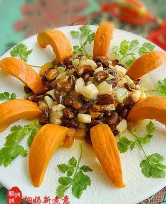5 下入红腰豆,将胡萝卜,马蹄,西芹,茶树菇放入一起翻炒.