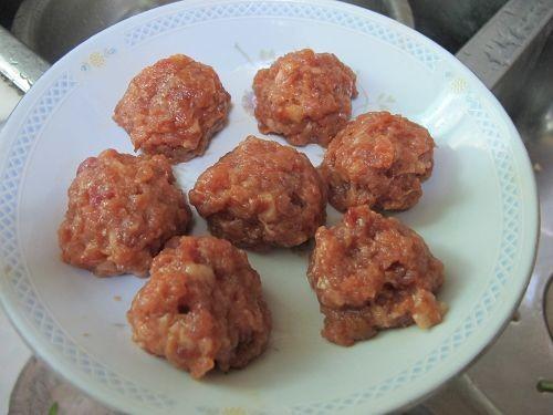 【鲁菜】南煎丸子的做法_家常【鲁菜】南煎丸子的做法
