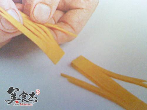 三片串折南瓜花