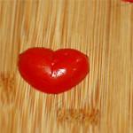 几秒钟把小番茄切成爱心