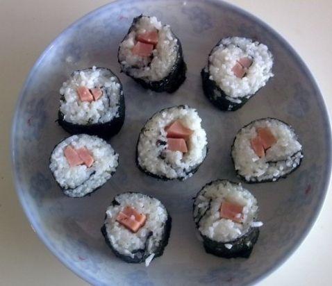 海螺肉寿司卷的做法_家常海螺肉寿司卷的做法
