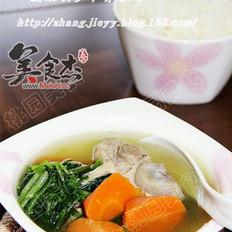 胡萝卜菠菜脊骨汤的做法