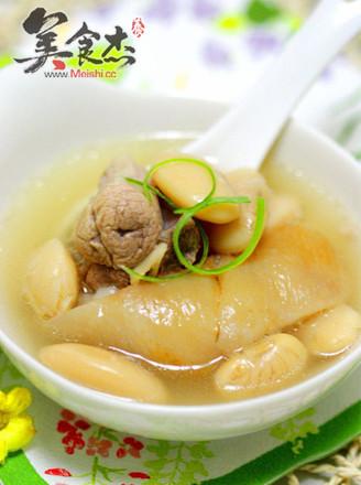 白云豆肘子汤的做法