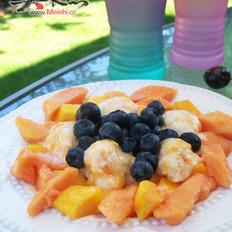 时令鲜果配冰冻芒果酸奶的做法