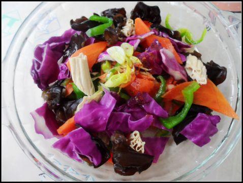 青椒紫甘蓝木耳凉拌菜的做法 菜谱