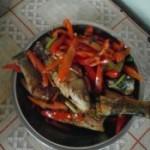 红菜椒煮鱼的做法