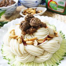 牛肉丸辫子蛋糕炸酱面的做法