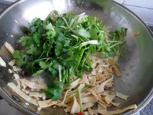 韭菜炒豆腐皮怎么做——韭菜炒豆腐皮