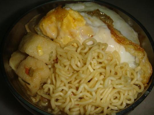 豆腐泡煮方便面的做法【步骤图】_菜谱_美食杰