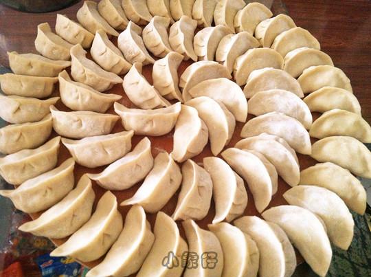 这个是饺子的普通包法,老妈教的,里面是萝卜丝猪肉的.图片