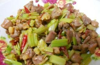 鸡肾炒芹菜的做法