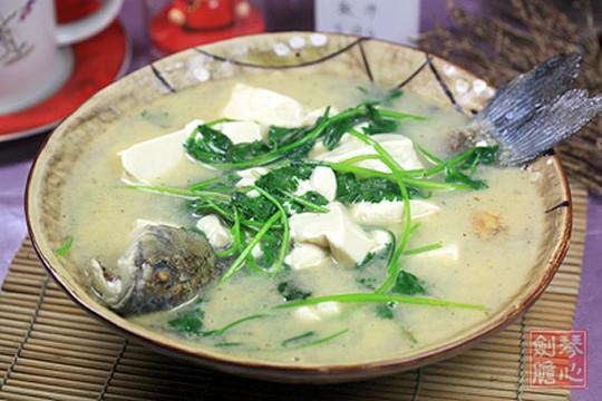 【图】鲫鱼芫荽豆腐汤_鲫鱼芫荽豆腐汤的做法