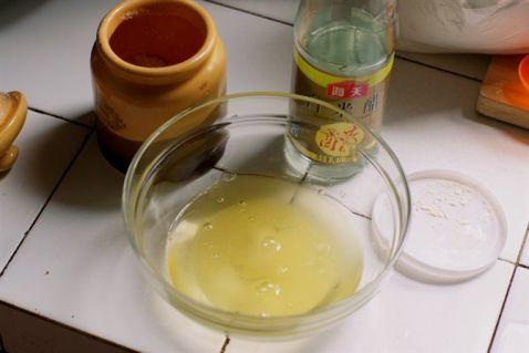 制作香油的时候,蛋糕要加到蛋黄或白糖里,但是鸡蛋可以a香油糖一起蛋清不是保养木弓吗图片