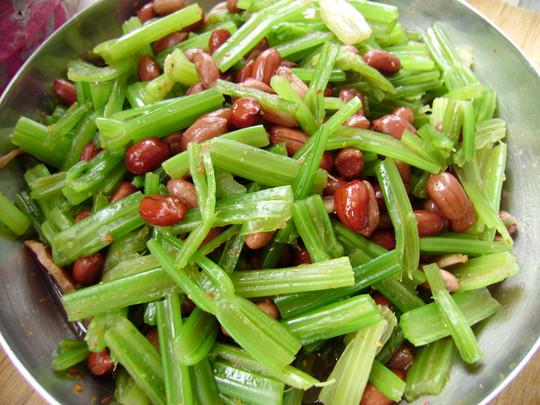家常小凉菜芹菜拌花生米