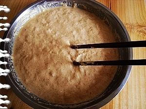 锅取出.   发酵好的样子.   小苏打加一点水搅拌成苏打水.   苏打水倒