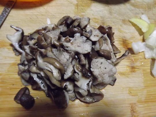 香菇土豆片的做法【步骤图】_菜谱_美食杰