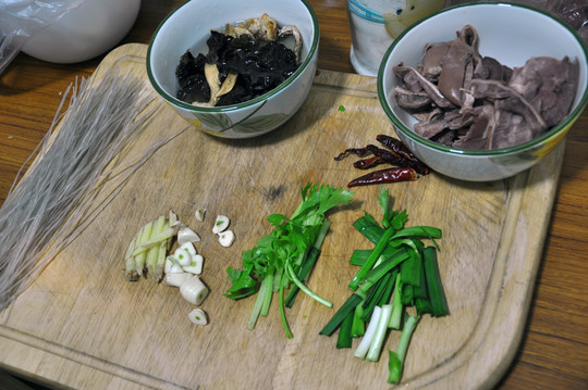 蒜切片,芹菜