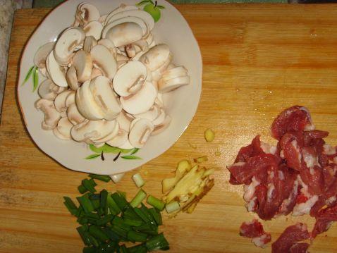 肉炒磨菇的做法