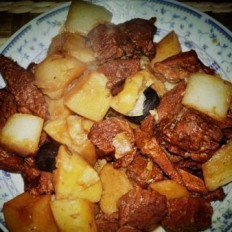 土豆萝卜炖牛肉的做法
