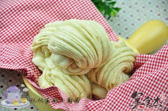 如何好吃又华丽地消耗剩余面团——椒盐花卷
