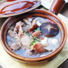 牛尾鲜菌汤煲的做法