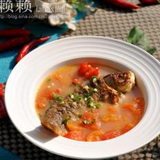 西红柿煮鲫鱼的做法