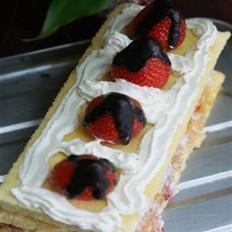 夹心巧克力草莓方蛋糕的做法