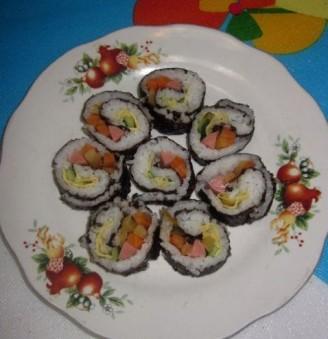 榨菜蛋饼寿司的做法_家常榨菜蛋饼寿司的做法
