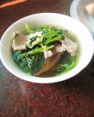 木耳益母草肉片汤的做法