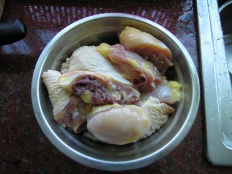 香菇栗子焖鸡腿的做法