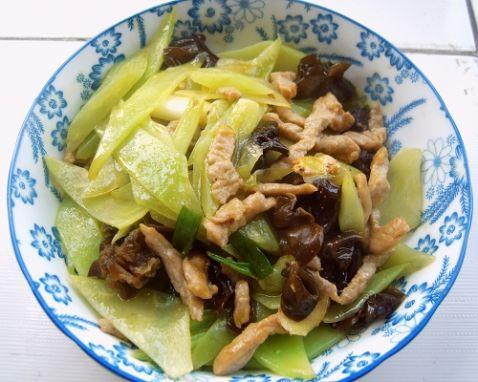 莴笋木耳炒肉的做法_莴笋木耳炒肉的做法【步骤图】_菜谱_美食杰