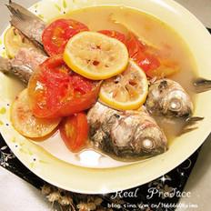 柠檬番茄炖鲫鱼的做法