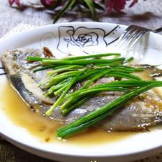 葱香鲳鱼的做法