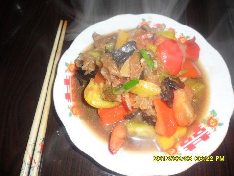 双耳炒菜椒的做法【步骤图】_菜谱_美食杰