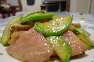 西葫芦炒大肉肠的做法