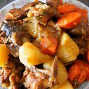 红烧鸡块炖土豆的做法