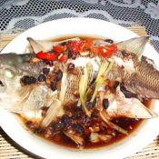 红烧味的蒸鲈鱼的做法