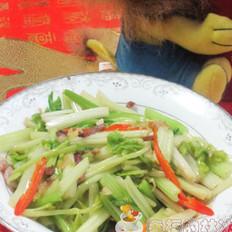 腊肉炒空心芹菜的做法