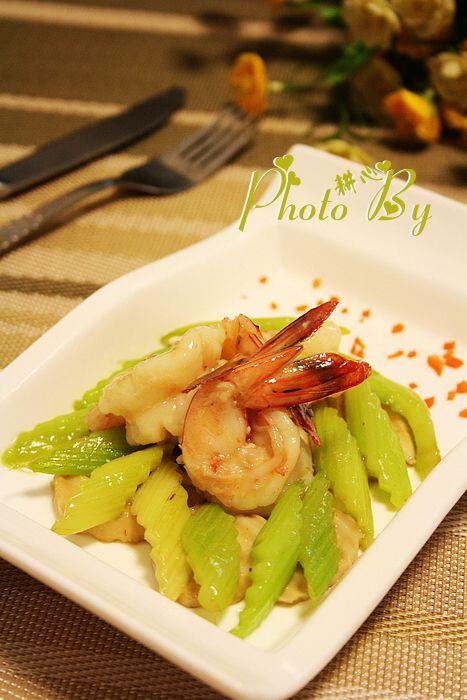 西芹鲍菇烩大虾图片