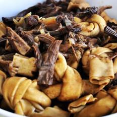 茶树菇卤牛肉烧千张结的做法