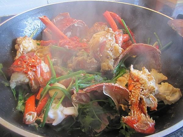 姜葱炒澳洲龙虾的做法