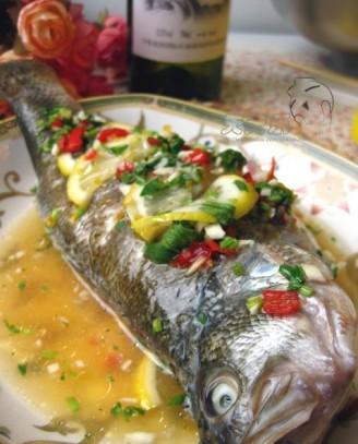泰式柠檬蒸鲈鱼的做法