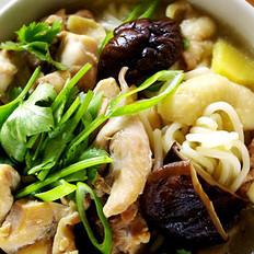 香菇炖鸡面的做法