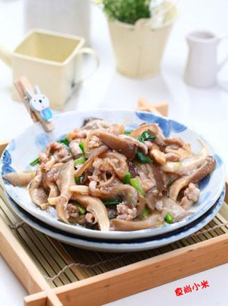 菠菜炒平菇的做法