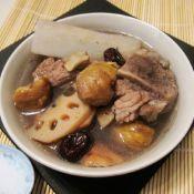 栗子莲藕猪骨汤的做法