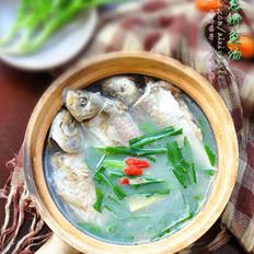 岩葱鲫鱼汤的做法