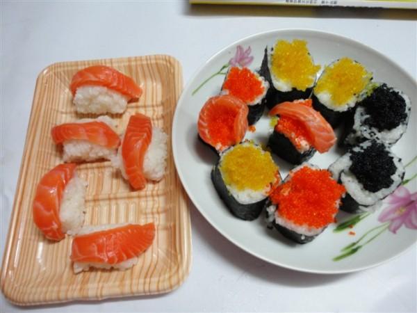 三文鱼蟹籽寿司的做法_家常三文鱼蟹籽寿司的做法