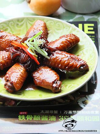 酱焖鸡翅魔芋丝的做法