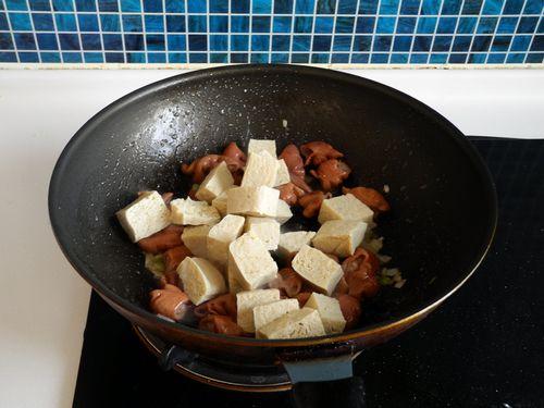 冻豆腐 大肠/再加入冻豆腐。...